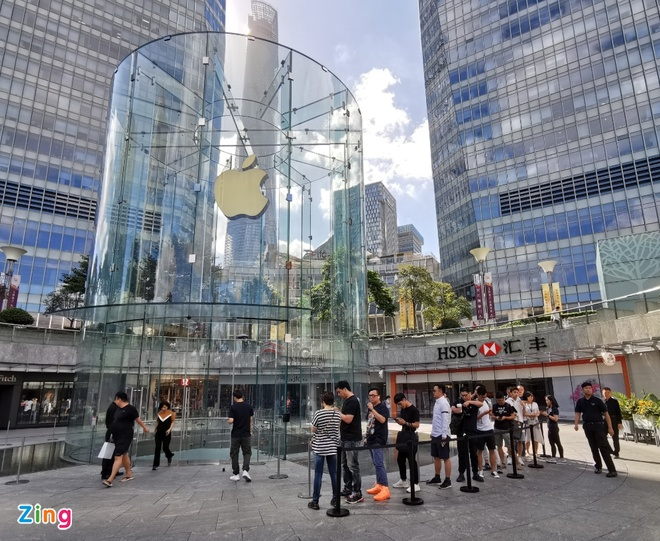 Apple Store vo tran vi moi nguoi Viet mua den 6 chiec iPhone 11 hinh anh 33