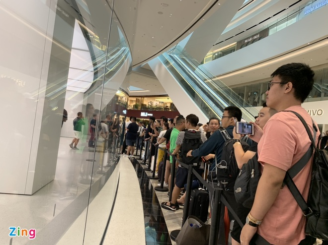 Apple Store vo tran vi moi nguoi Viet mua den 6 chiec iPhone 11 hinh anh 18