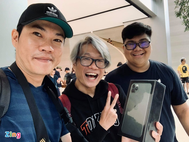 Apple Store vo tran vi moi nguoi Viet mua den 6 chiec iPhone 11 hinh anh 29