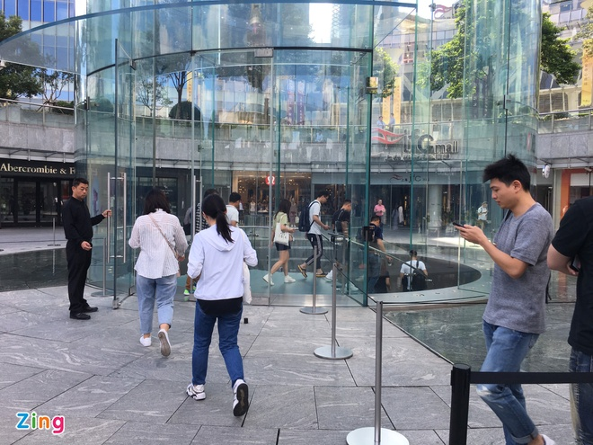 Apple Store vo tran vi moi nguoi Viet mua den 6 chiec iPhone 11 hinh anh 34