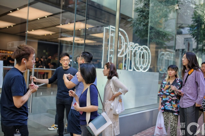 Apple Store vo tran vi moi nguoi Viet mua den 6 chiec iPhone 11 hinh anh 50