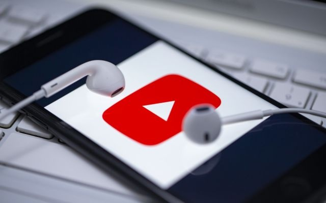 Bi la o, YouTube xem xet tra tien cho video ve dich Covid-19 hinh anh 1 Z10312032020.jpeg