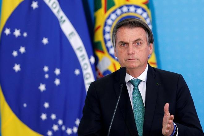 Tong thong Brazil Jair Bolsonaro dang tin gia ve covid-19 anh 1