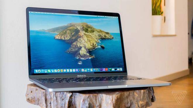 Những chiếc MacBook đầu tiên trang bị CPU Apple Silicon có thể ra mắt vào tháng 10. Ảnh: The Verge.