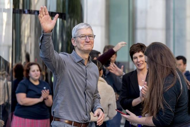 Jeff Williams nằm trong kế hoạch của Apple để thay thế CEO Tim Cook. Ảnh: AP, Bloomberg.