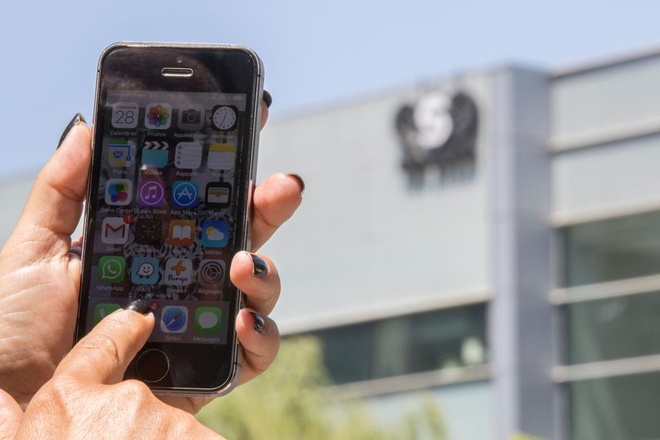 iPhone cua hang chuc nha bao bi tan cong anh 1