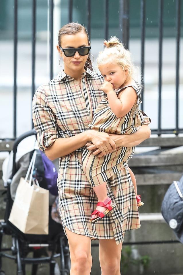 Beyoncé và dàn sao nữ Hollywood rộ trào lưu mặc đồ đôi với con