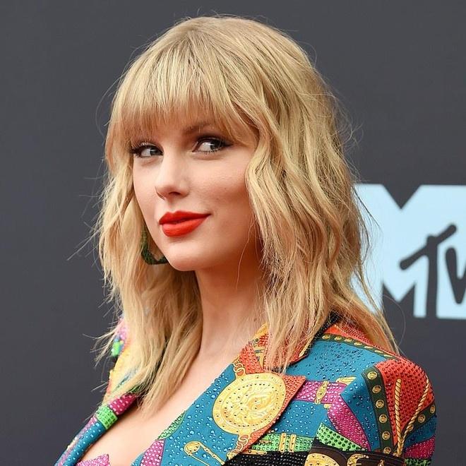 Kiểu làm tóc, trang điểm của sao nữ nào đặc biệt nhất VMAs 2019?