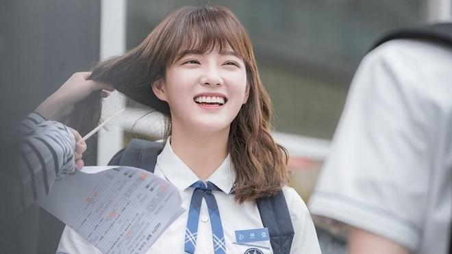 Bị cấm make up khi đi học, nữ sinh Hàn Quốc làm gì để vẫn xinh đẹp?