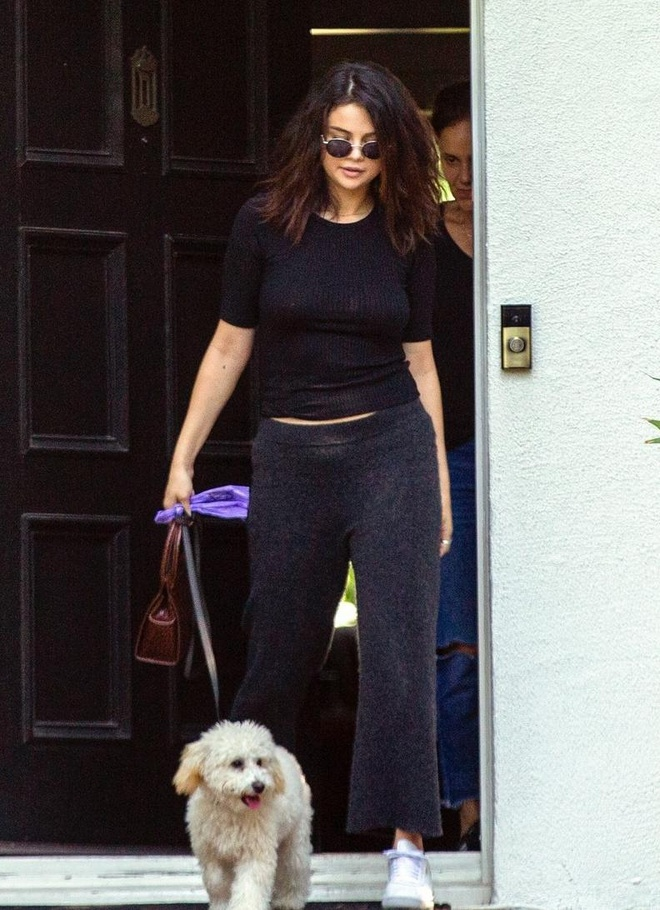 Selena Gomez tha rong, khong make up ra duong van duoc khen hinh anh 1