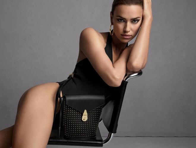Siêu mẫu Nga khoe thân trong quảng cáo của Calvin Klein