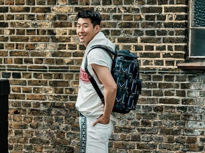 Không cần nhìn đích, Son Heung-min vẫn ném đồ chuẩn xác