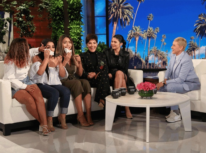 Kylie Jenner tang tui Louis Vuitton va 30.000 USD cho fan may man hinh anh 2