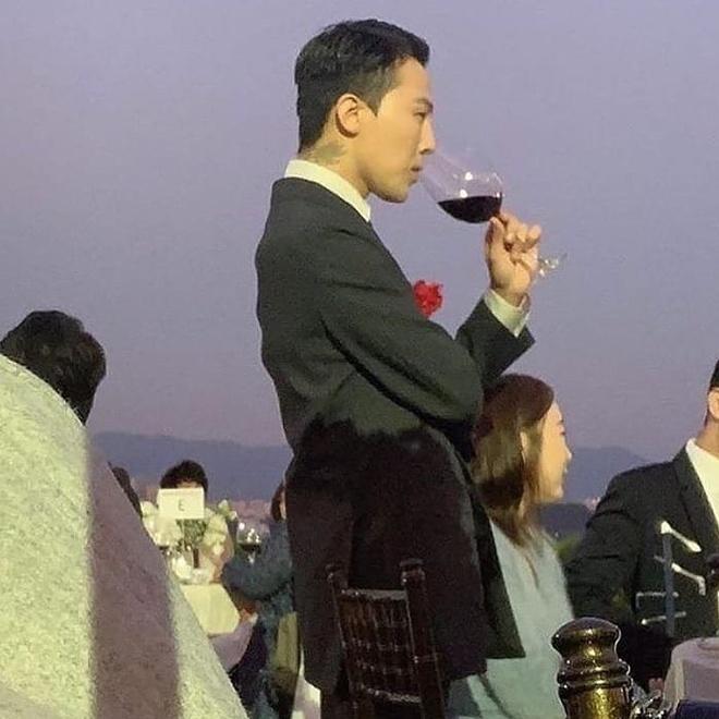 G-Dragon va nhung lan chung minh dang cap thoi trang khi dien suit hinh anh 2