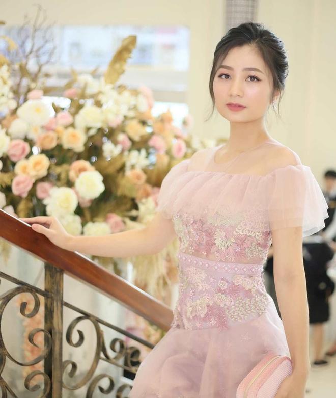 San 'Hoa hong tren nguc trai' doi thuong mac do the nao? hinh anh 1