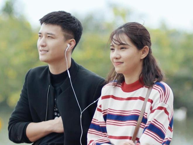 Luu De Ly hon ban dien  trong phim 'Chay tron thanh xuan' hinh anh