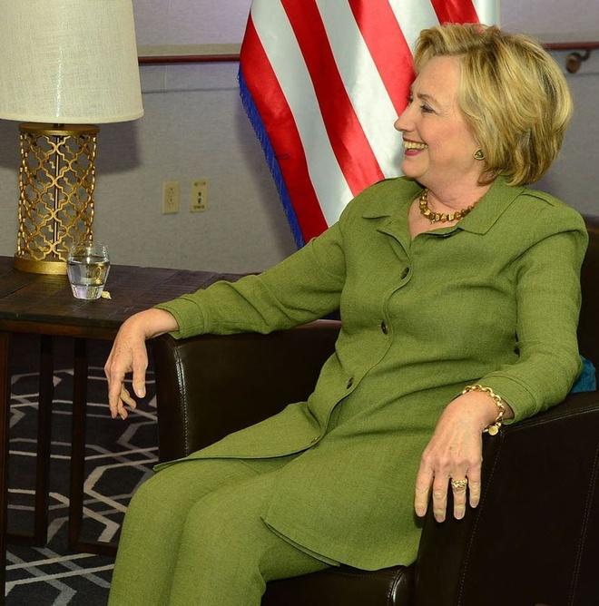 Phong cach thoi trang cua ba Hillary Clinton anh 5
