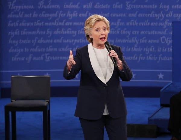 Phong cach thoi trang cua ba Hillary Clinton anh 2