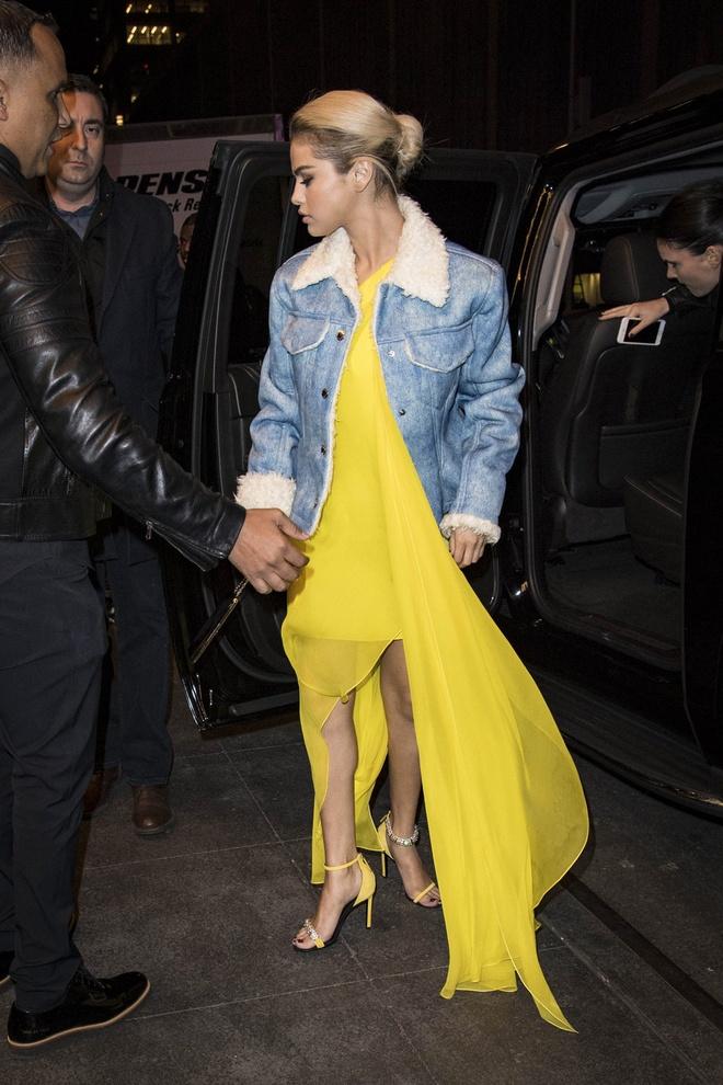 Selena Gomez dien do mau neon ken da van duoc khen dep hinh anh 4