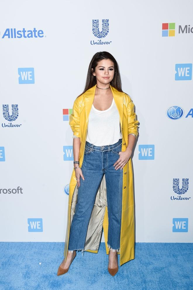Selena Gomez dien do mau neon ken da van duoc khen dep hinh anh 5