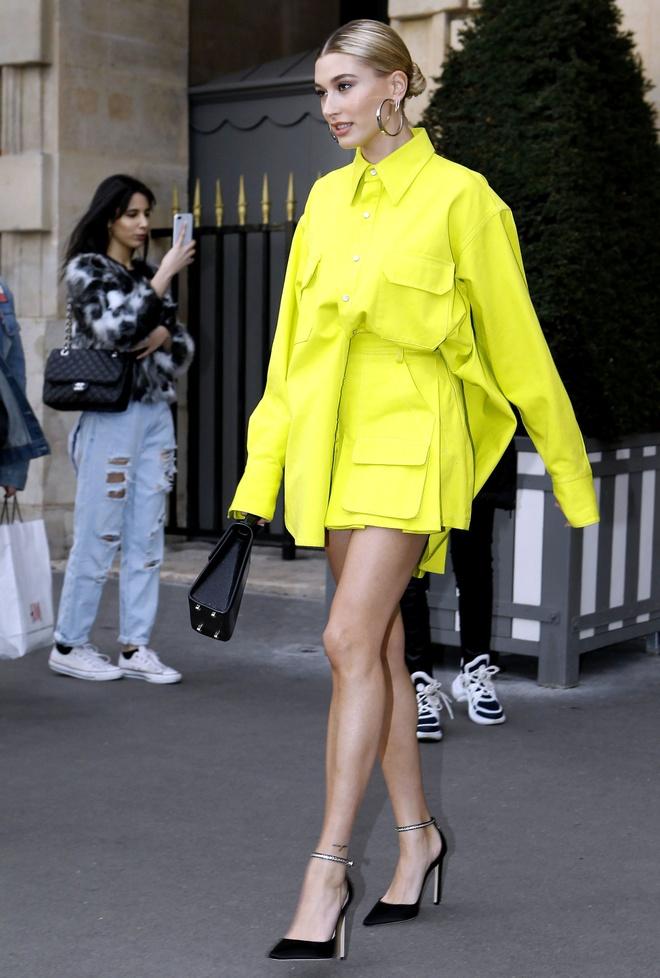 Selena Gomez va dan sao Hollywood tich cuc dien mot mac do neon hinh anh 9