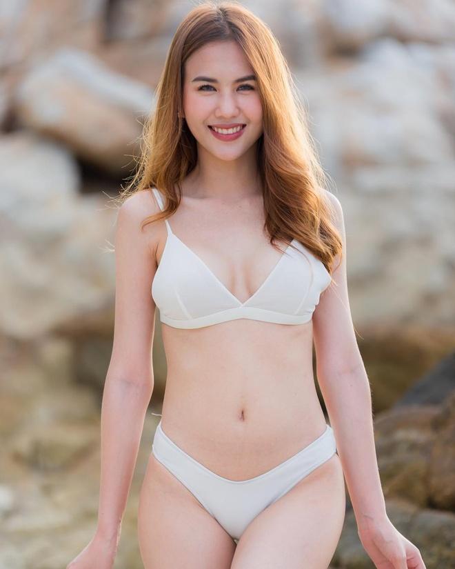 Ban gai cau thu Supachai cham khoe dang voi bikini, ao crop top hinh anh 2