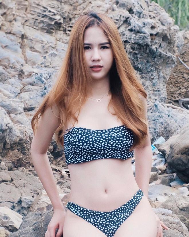 Ban gai cau thu Supachai cham khoe dang voi bikini, ao crop top hinh anh 3