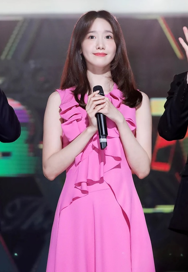 Yoona 10 nam qua luon trong nhu nu than tai cac le trao giai hinh anh 10