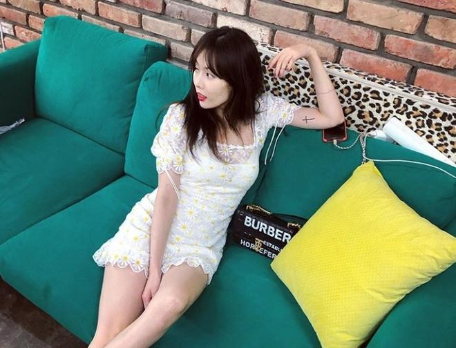 Khong phai do ho hang, HyunA ngoai doi thich mac vay ao hoa nu tinh hinh anh 11