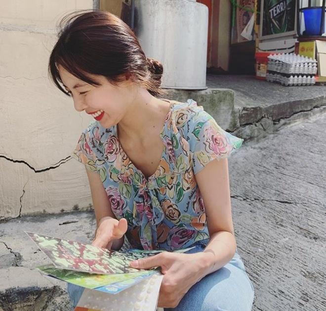 Khong phai do ho hang, HyunA ngoai doi thich mac vay ao hoa nu tinh hinh anh 12