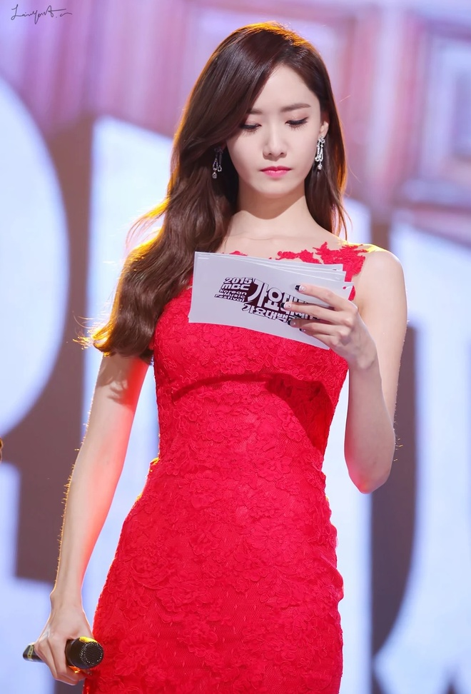 Yoona 10 nam qua luon trong nhu nu than tai cac le trao giai hinh anh 7