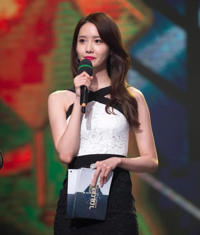 Yoona 10 nam qua luon trong nhu nu than tai cac le trao giai hinh anh 8