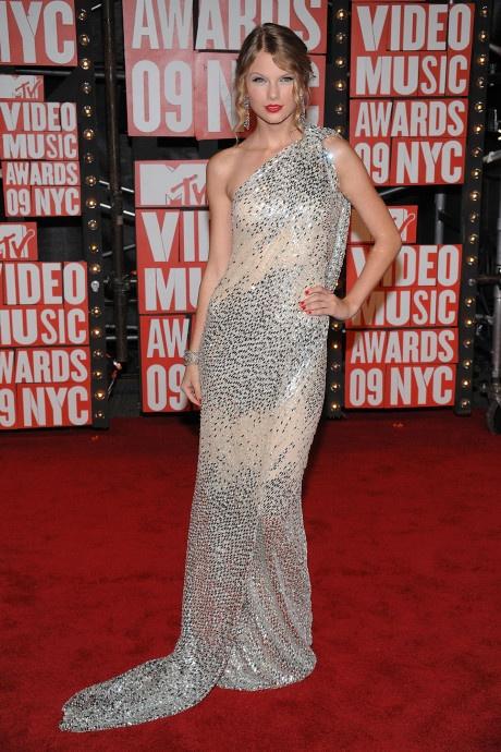 Taylor Swift va nhung bo canh dep nhat tren tham do 10 nam qua hinh anh 1 1.jpg
