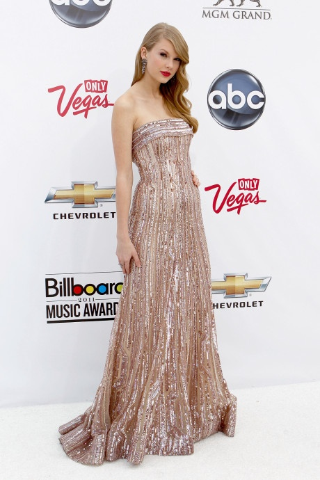 Taylor Swift va nhung bo canh dep nhat tren tham do 10 nam qua hinh anh 3 3.jpg