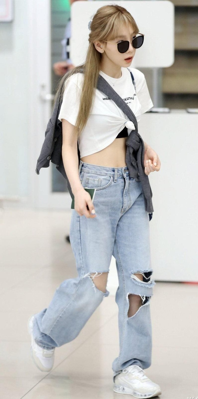 Taeyeon khoe eo thon anh 2