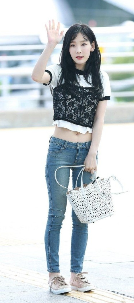 Taeyeon khoe eo thon anh 10