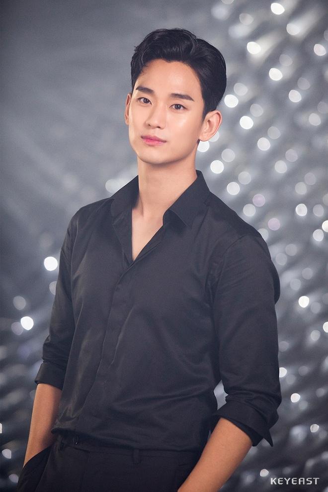 thoi trang san bay cua Kim Soo Hyun anh 9