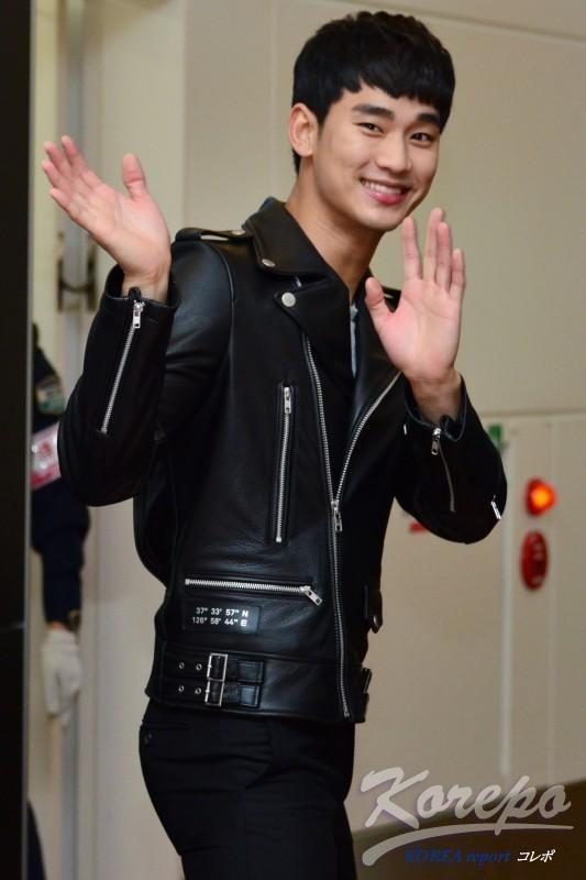 thoi trang san bay cua Kim Soo Hyun anh 5