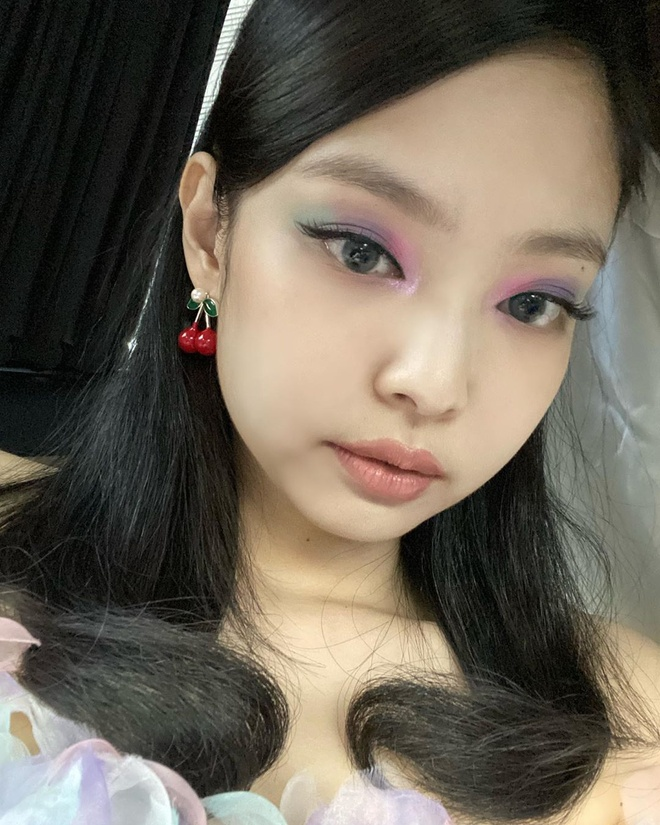 phong cach trang diem cua Jennie anh 2