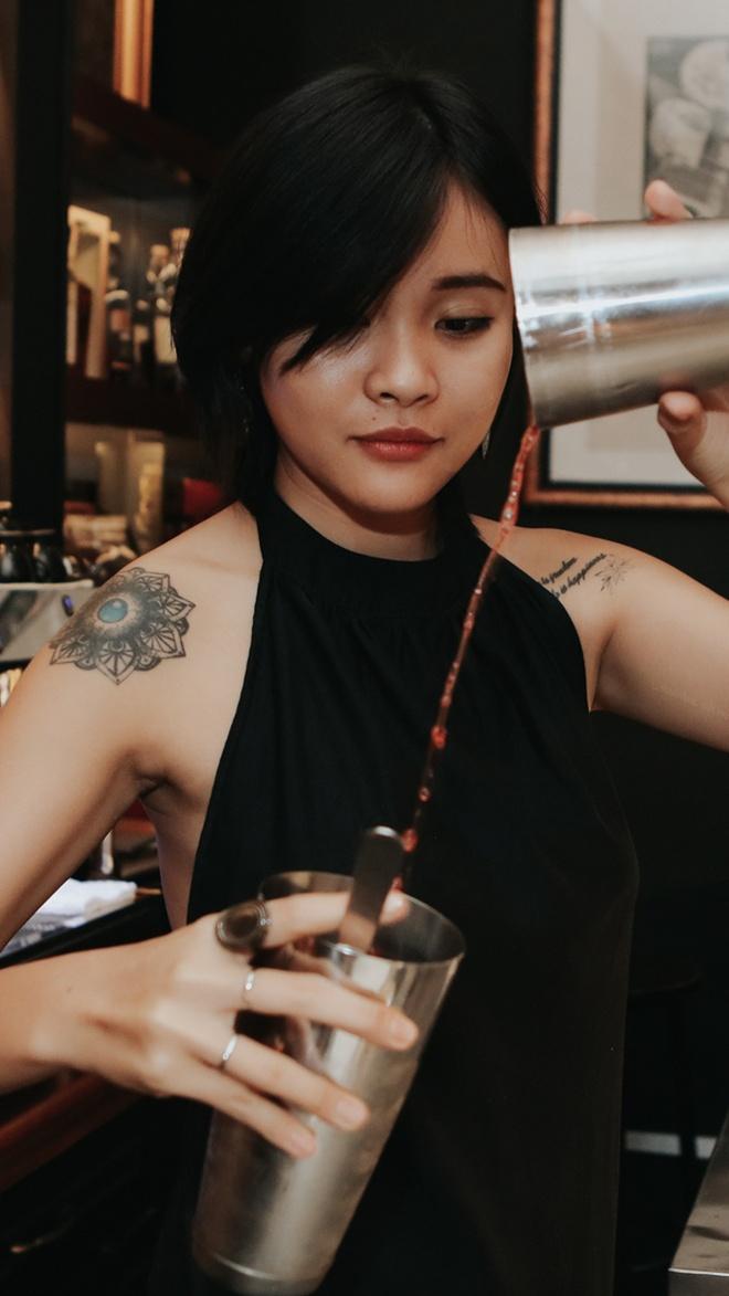Nữ bartender: 'Tôi làm đêm, ngủ ngày'