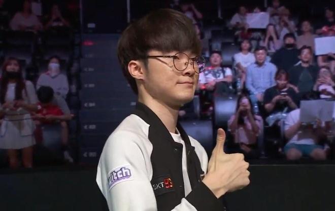 Faker tỏa sáng rực rỡ, SKT giành chiến thắng thứ 3 liên tiếp