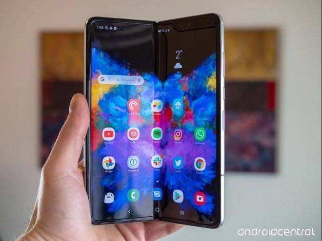 Galaxy Fold ra mat cung luc iPhone la tro khon kheo cua Samsung? hinh anh 1
