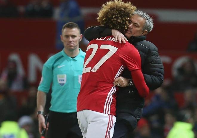 Man United bi nguoi cu chi trich vi sa thai hang loat HLV hinh anh 1