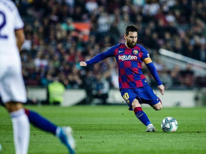 HLV Levante bat luc truoc Messi du bong chua lan hinh anh 1