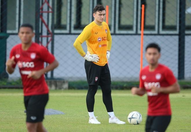 Van Lam tap luyen cung Muangthong ngay khi quay lai Thai Lan hinh anh 1