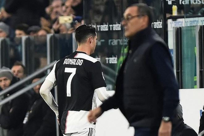 Huyen thoai Arsenal ly giai viec Ronaldo khong vui tai Juventus hinh anh 1