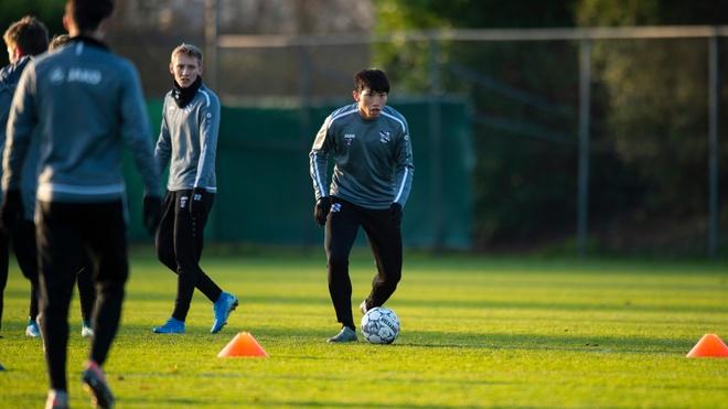 Văn Hậu tập cùng SC Heerenveen, chuẩn bị cho trận tranh top 4