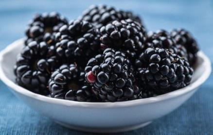 20 loai trai cay tri benh ma ban khong ngo toi hinh anh 3 Quả mâm xôi đen: Đây là một trong những loại trái cây chống lại bệnh ung thư. Chúng chứa chứa chất chống oxy hoá và phòng tránh đột quỵ. Ở một số nước mâm xôi đen được sử dụng để chữa trị bệnh gút.
