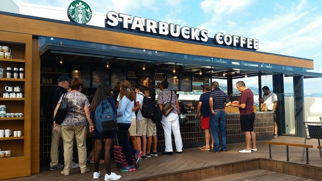 Quan Starbucks bi an nam trong tru so CIA hinh anh 6 Queue_at_starbucks.jpg