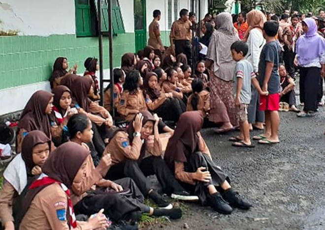 Indonesia dieu tra giao vien bat can khien 10 nu sinh chet duoi hinh anh 1 20200226_student_jp.jpg